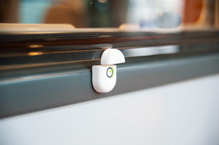 E-Switch op raam geplakt